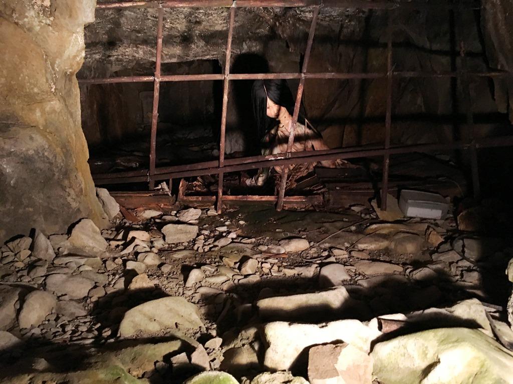 大洞窟・監禁室